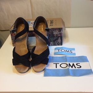 Toms Strappy Crochet Wedge Black